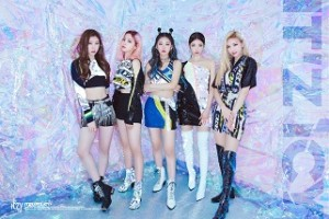 ITZY 1ST MINI ALBUM: IT'Z ICY (ICY VER)
